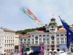 Il passaggio delle Frecce tricolori a Trieste per il Giro 2014. Bettini