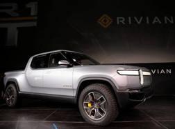 Un truck elettrico della Rivian