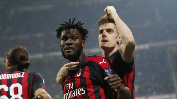 La gioia di Franck Kessié e Krzysztof Piatek, autori dei primi due gol del Milan sull'Empoli. AP