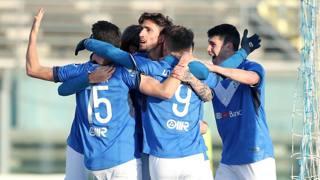 L'esultanza dei giocatori del Brescia dopo l'ennesima vittoria LIVERANI