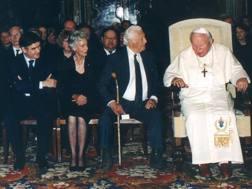 Giovanni Paolo II con Giovanni Agnelli, Marella, Paolo Cantarella e Ferdinand Piech. Ap