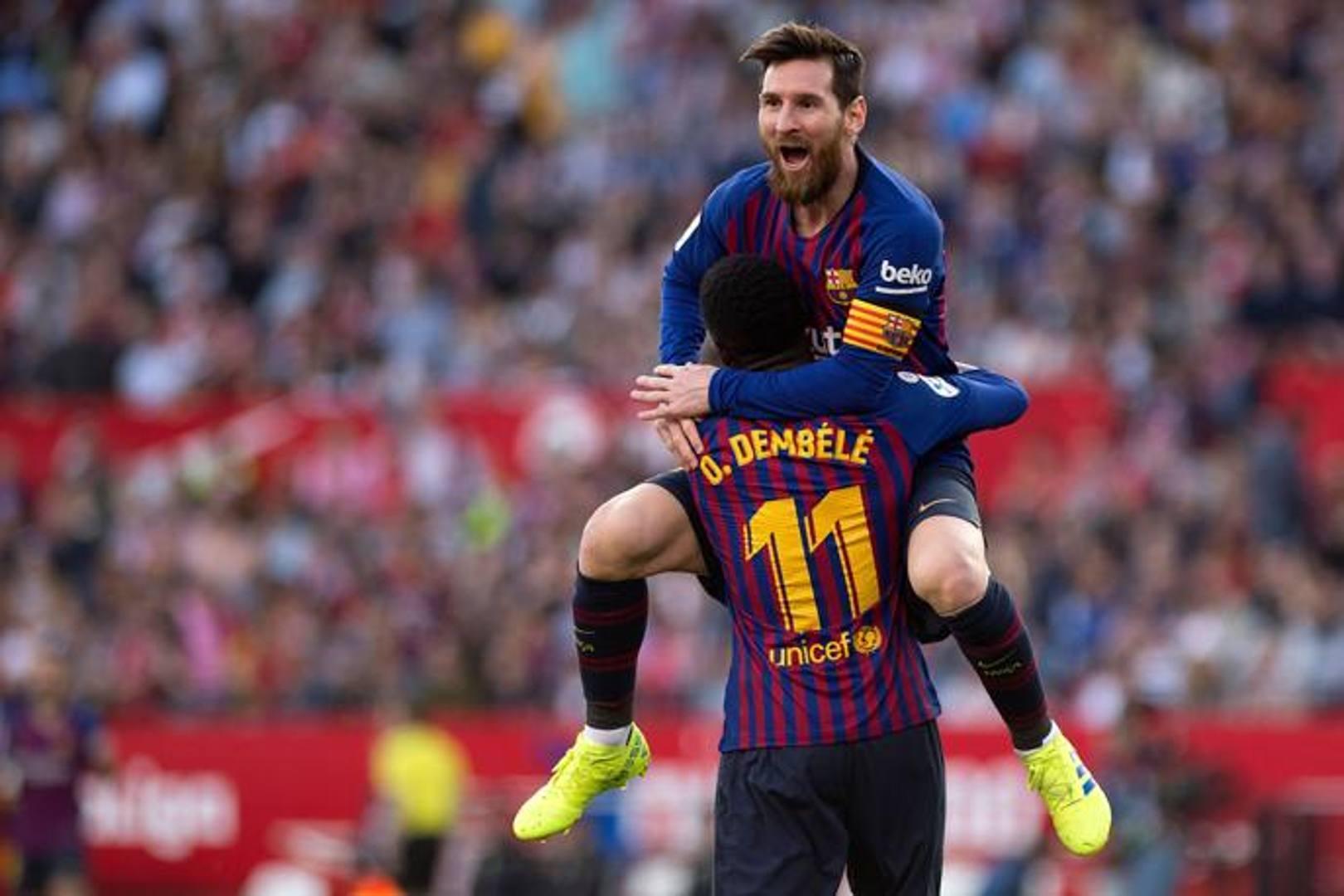 """Due volte sotto, due volte pari. E la firma dell'""""aggiustatore"""" era sempre quella di Leo Messi. Una partita da non dimenticare quella che ha visto il Barcellona battere 4-2 il Siviglia, soprattutto per il suo protagonista principale, la Pulce appunto, che ha siglato 3 gol su 4 e servito quello finale a Suarez. (Afp)"""