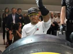 Pit stop promozionale per Lewis Hamilton