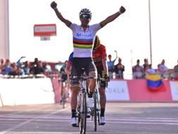 Alejandro Valverde, spagnolo di 38 anni, batte Roglic e Gaudu. Bettini