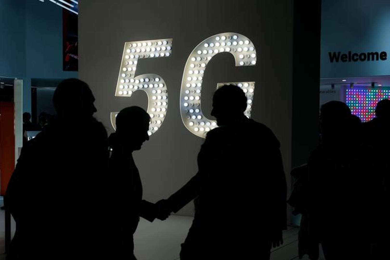 Uno dei temi che ha riguardato praticamente tutti gli espositori del Mobile world congress di Barcellona è la connettività 5G che sarà fino a 20 volte più veloce del 4G. Afp
