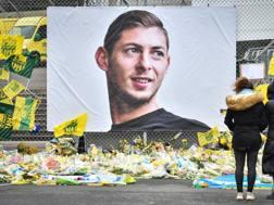 Il ricordo di Sala da parte dei tifosi del Cardiff. AFP