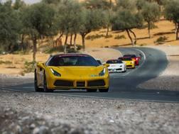 La Cavalcade International della Ferrari negli Emirati Arabi
