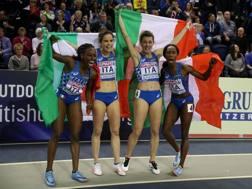 Le azzurre festeggiano la medaglia europea. Getty
