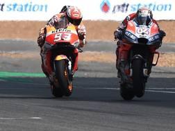 Marc Marquez e Andrea Dovizioso in lotta nel GP di Buriram 2018. Afp