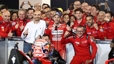 La gioia della Ducati e di Dovizioso per la vittoria in Qatar. Afp