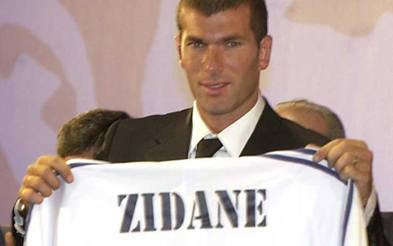 La presentazione di Zinedine Zidane appena arrivato al Real Madrida dalla Juve, estate 2001