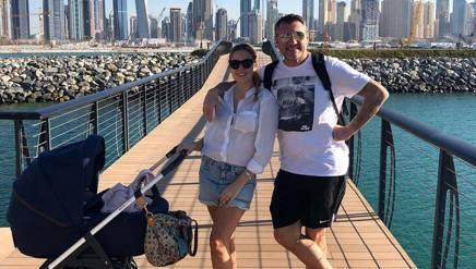 Costanza Caracciolo e Bobo Vieri con Stella a Dubai.