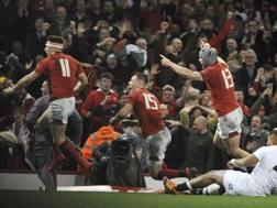 Festa gallese dopo aver piegato l'Inghilterra. Sarà decisiva? Ap