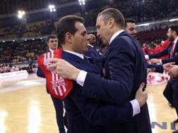 Dimitris Itoudis (sx) del Cska Mosca e David Blatt