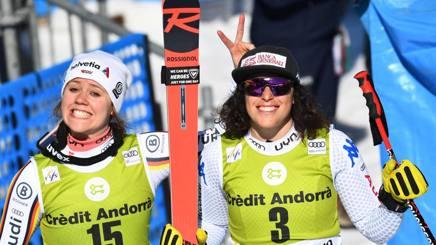Federica Brignone (a destra) con la vincitrice del superG