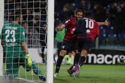 La gioia di Joao Pedro al gol dell'1-0. Ansa