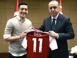 Mesut Ozil e Recep Tayyip Erdogan . Ap
