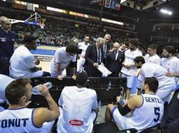 Gli azzurri durante la sfida contro la Lituania. Ciamillo e Castoria