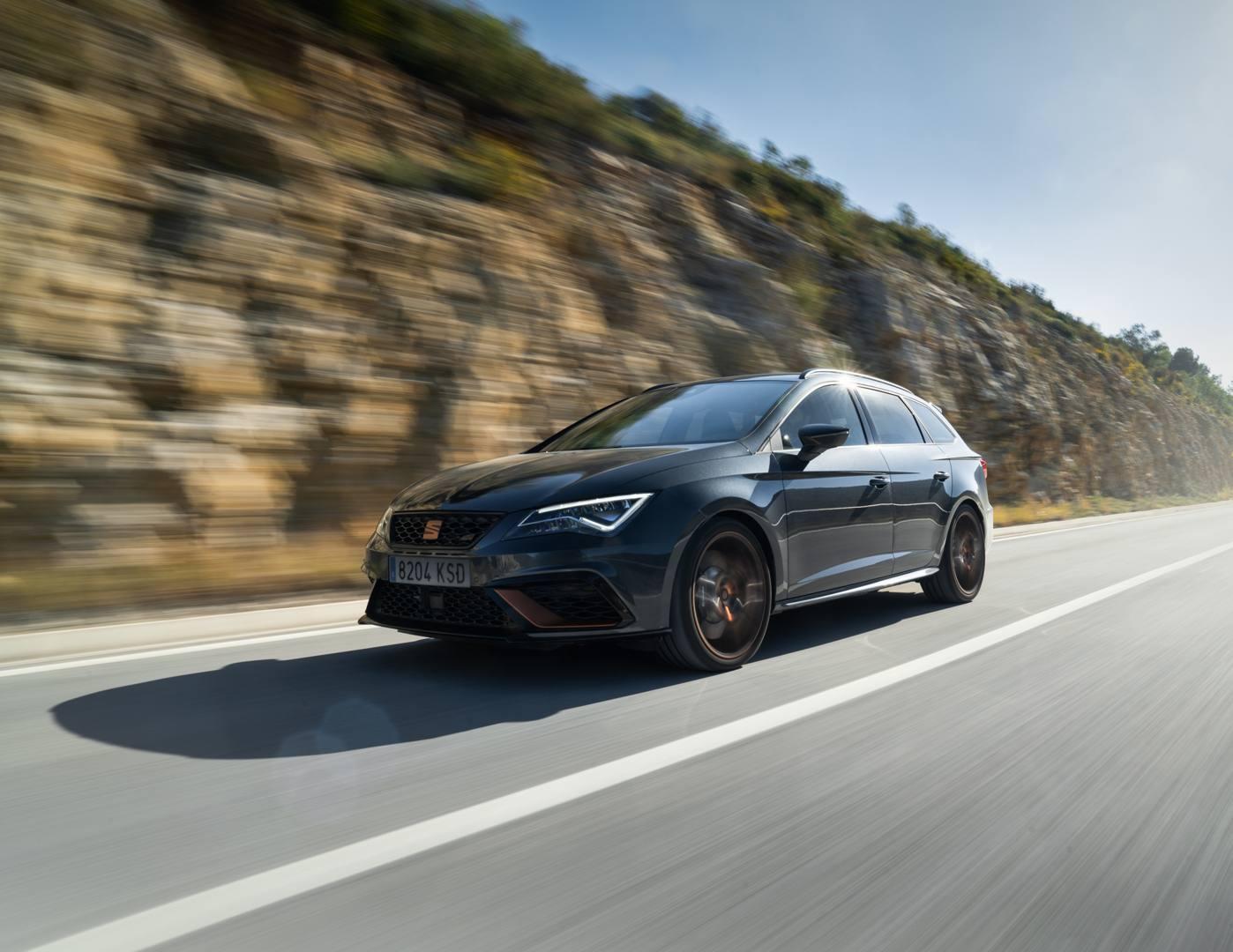 La familiare spagnola è spinta dal 2 litri turbo da 300 Cv e ha la trazione integrale 4Drive. Comoda in autostrada, divertente nel misto. In Italia in primavera, prezzo da definire