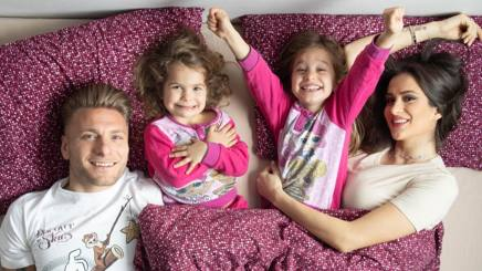 Ciro, 29 anni, attaccante della Lazio (17 gol in questa stagione) e della Nazionale, e Jessica Melena, 27, si sono sposati nel 2014. I due hanno due figlie, Michela, 5 anni, e Giorgia, 3.