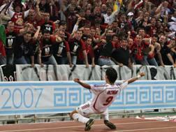 Pippo Inzaghi esulta ad Atene dopo la doppietta al Liverpool nella finale Champions 2007