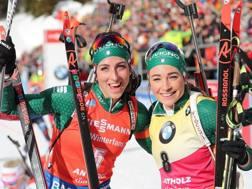 Lisa Vitozzi, 24 anni, e Dorothea Wierer, 28: si giocano la Coppa del mondo. Ansa