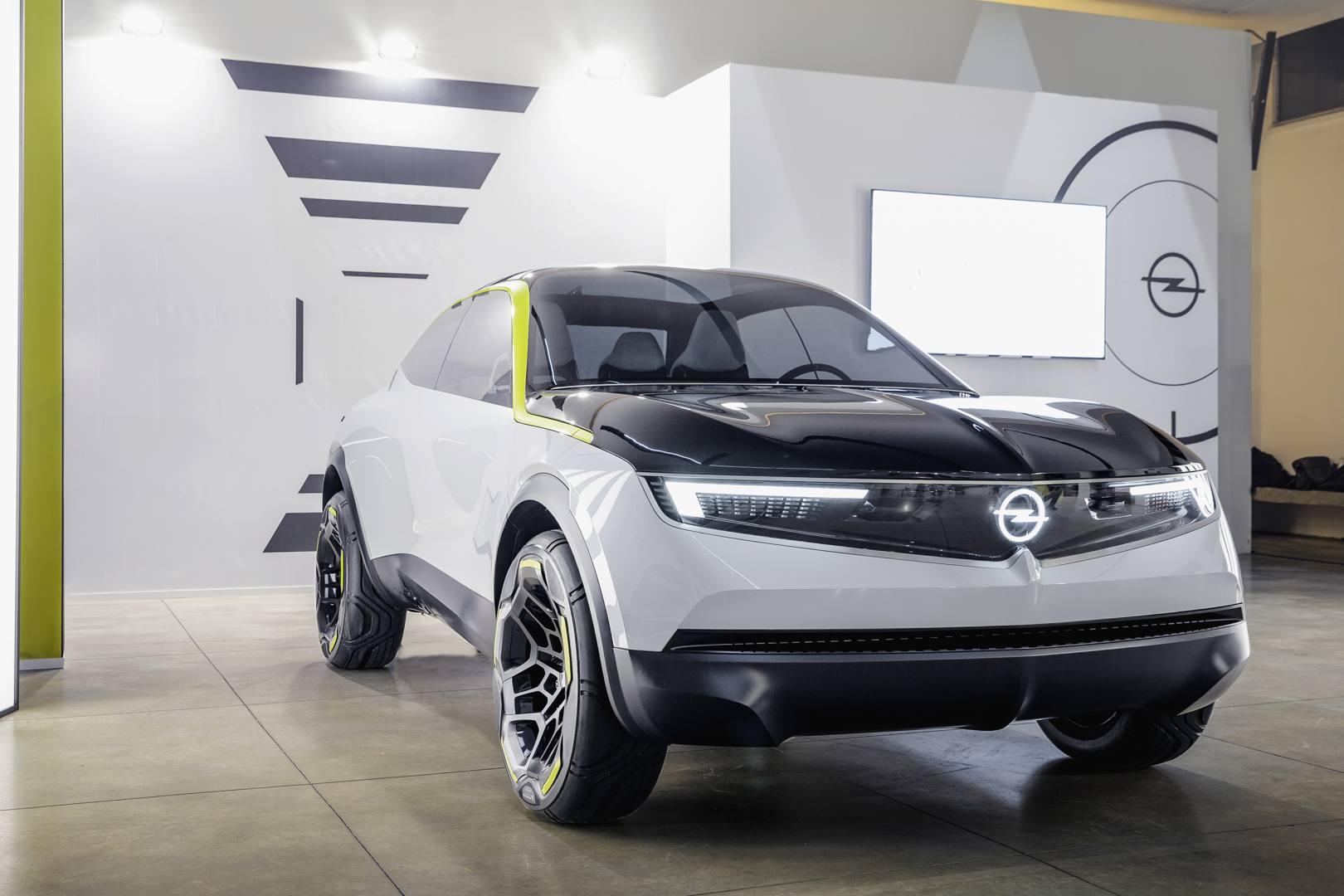 Opel ha presentato la concept GT X Experimental che anticipa le linee dei prossimi Suv