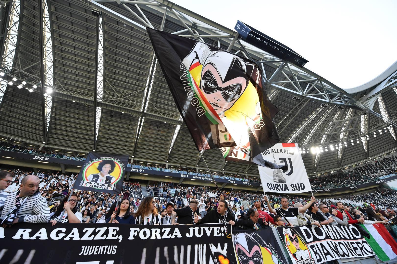 La Curva Sud pronta a sostenere la Juventus nella sfida per lo scudetto femminile con la Fiorentina. Getty