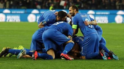 Gli azzurri alla Dacia Arena di Udine dopo il gol di Barella alla Finlandia.