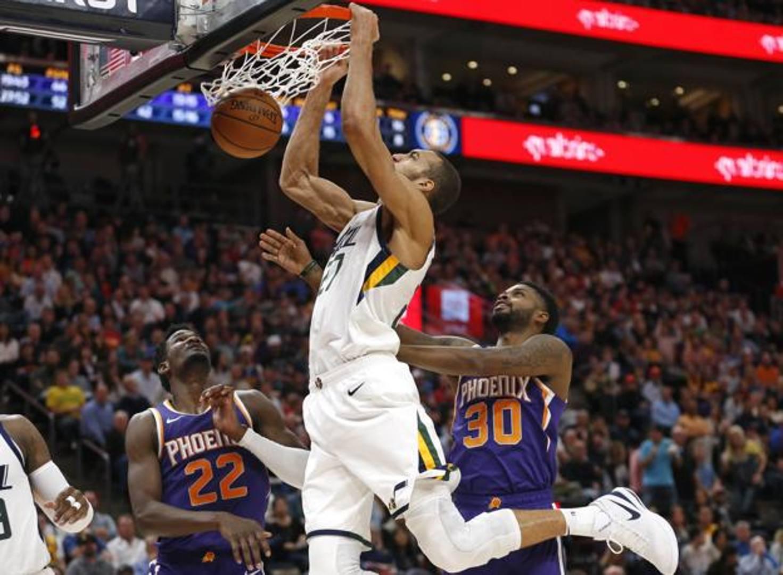 Nessuno come il francese Rudy Gobert! Il centro degli Utah Jazz ha concluso la sfida contro i Phoenix Suns con 6 schiacciate che portano il suo conto stagionale a ben 275. Ed è record!