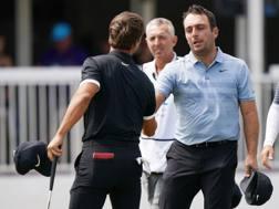 Francesco Molinari, 36 anni, saluta Olesen dopo il match. Afp