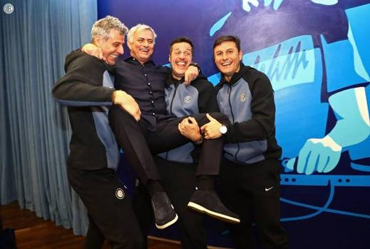 José Mourinho, 56 anni, inseme a Toldo, Julio Cesar e Javier Zanetti. Fc Inter