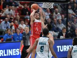 Mike James, 29 punti. Ciamcast