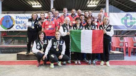 Foto di gruppo per i campioni della Valle Maira e le  campionesse del la San Giacomo