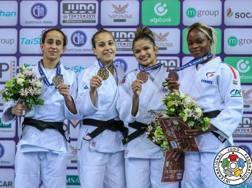 Il sorriso sereno di Odette Giuffrida (seconda da sinistra) oro nel Grand Prix a Tbilisi