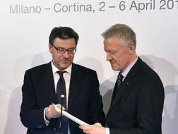 Il sottosegretario Giorgetti consegna la lettera al Cio