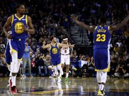 Warriors vincenti con Steph Curry. Ap