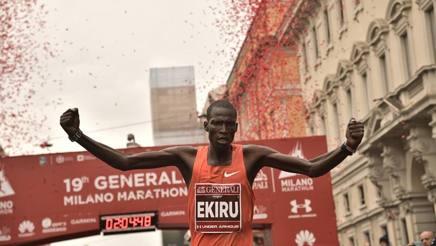 Ekiru in trionfo all'arrivo