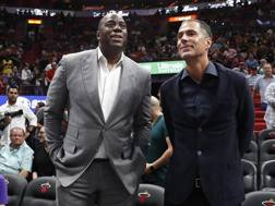 Magic Johnson, 59 anni, col gm Rob Pelinka, 49. Ap