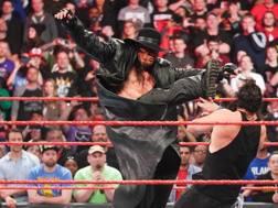 Undertaker attacca Elias
