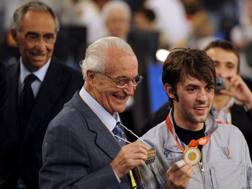 Matteo Tagliariol, 36 anni, con Mangiarotti e l'oro di Pechino. Epa