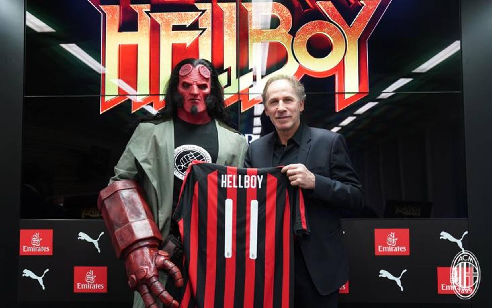 Franco Baresi, indimenticata bandiera del Milan, veste di rossonero Hellboy.