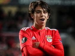 Joao Felix esulta dopo la tripletta all'Eintracht. Afp