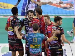 L'esultanza di Perugia per la vittoria. Benda