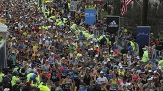 Campioni, runner e tifosi: 42 km di spettacolo a Boston