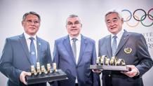 Da sinistra: il Presidente ITF Ri Yong Son, il Presidente CIO Thomas Bach e il Presidente WT Chungwon Choue