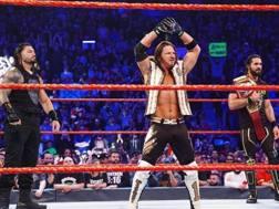 AJ Styles con Seth Rollins e Roman Reigns