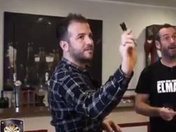 Rafael van der Vaart, 36 anni, si allena a freccette. Immagine dal suo profilo Twitter