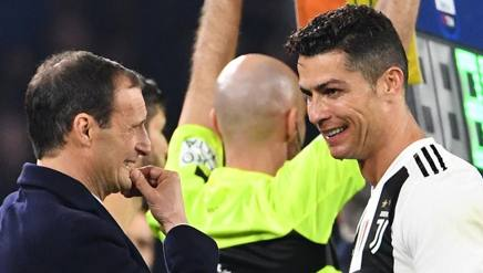 Massimiliano Allegri con Cristiano Ronaldo: la guida e la star della Juve vicina all'ottavo scudetto consecutivo