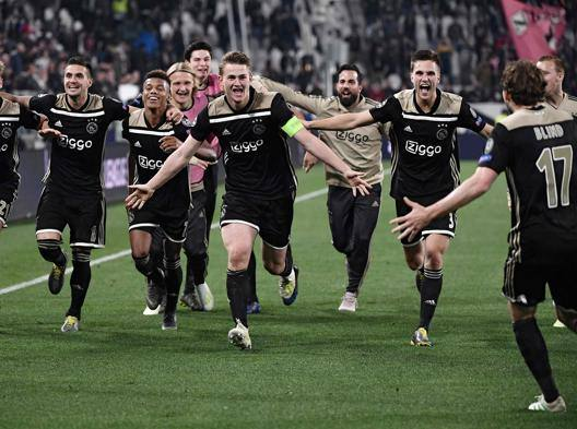 L'esultanza dell'Ajax. Afp